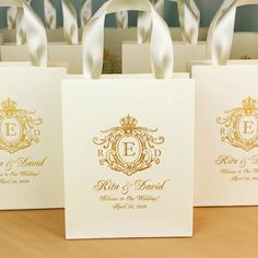 Elegant ivory & gold monogram wedding welcome bags with satin ribbon handles. Chic personalized gift bags for wedding favor for guests. Personalized Gift Bags, Monogram Gifts, Personalized Wedding, Monogram Bags, Destination Wedding Welcome Bag, Wedding Welcome Bags, Wedding Thank You, Wedding Gift Bags, Wedding Favor Boxes