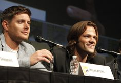 SUPERNATURAL's Jensen Ackles (left) and Jared Padalecki during the show's panel at Comic-Con 2012 (© WBEI. All Rights Reserved.)