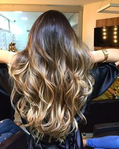 Honey blonde balayage love it Brown Hair Balayage, Brown Blonde Hair, Hair Color Balayage, Brunette Hair, Hair Highlights, Belliage Hair, Cabelo Ombre Hair, Hair Styles 2016, Hair Pictures