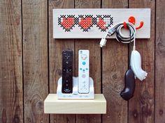 Do-it-yourself-Kit zum Sticken auf Holz: ein klassisches Handwerk mit einem modernen Twist.    × × ×Zelda Herzen ist bestickt mit dem scoubidou.× ×...