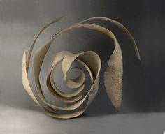 Mues - Jeanne-Sarah Bellaiche, Céramiste. Création de céramiques contemporaines en Bretagne. Sculpture Clay, Bronze Sculpture, Wire Sculptures, Ceramic Pottery, Ceramic Art, Pottery Handbuilding, Bamboo Art, Ceramics Projects, Paperclay