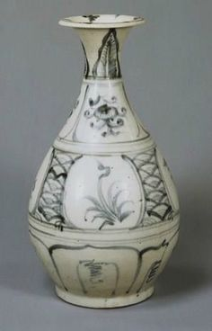 Yuhuchun vase. Vietnam, Lê dynasty (15th – 16th century). Bands of alternating floral designs and sea waves painted in underglaze-cobalt, chocolate base. H. 28,10 cm. Tokyo, National Museum, TG-2222 ©2004-2013 Tokyo National Museum