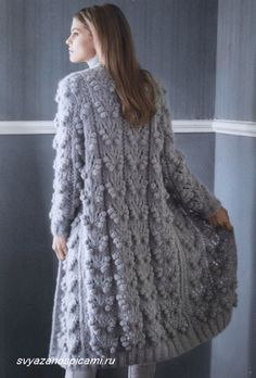 Ажурное пальто вязанное спицами