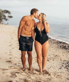 Jenna Kutcher on body positivity and her viral post: Curvy Woman Opens Up About Having 'Mr. Six-Pack' as Her Husband, Inspiring Thousands Body Shaming, Plus Size Blog, Plus Size Model, Bikini For Curves, Curvy Girl Bikini, Swimsuits For Curves, Flip Flops Damen, Mode Jeans, Mode Plus