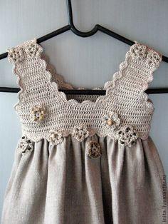 Hатуральный серый лен детское платье, Детская одежда 6 месяцев - 6 лет. Это стильный, идеально подходит для весны и лета.  Пряжа: 100% лен  Цвет: Натуральный серый  Грудь - 52 см, длина - 48 см  Для: 9 месяцев - 2 лет.    Белье детское платье с декоративной аппликацией цветка. Каждое изделие индивидуально пришиты.