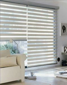 Decor: 10 Curtain Designs for you to get inspired! – You need decor - Modern Patio Door Blinds, Blinds For Windows, Curtains With Blinds, Sheer Curtains, Home Living Room, Living Room Decor, Bedroom Decor, Bedroom Curtains, Master Bedroom