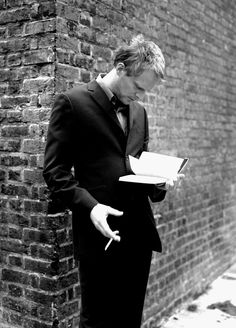 "Paul Bettany    ""smart is the new sexy"" reminds me of someone else...who looks even better reading"