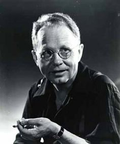 Learn about Grant Wood: - best known for his paintings of the rural American Midwest including the iconic painting American Gothic. History Photos, Art History, Crafts For 3 Year Olds, Art Grants, Grant Wood, Wood Artwork, American Gothic, American Art, Arts And Crafts House