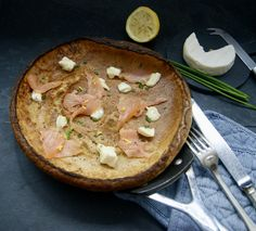 Granola, Thai Red Curry, Camembert Cheese, Brunch, Ethnic Recipes, Food, Goat Cheese, Smoked Salmon, Morning Breakfast