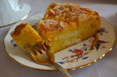 Pastel de naranja de Libano / 5 Huevos. 260 gr de almendra molida. 250 gr de azúcar (un poco más para los dulceros). 600 gr de naranjas. 1/2 sobre de levadura en polvo. Azúcar y almendra laminada para decorar