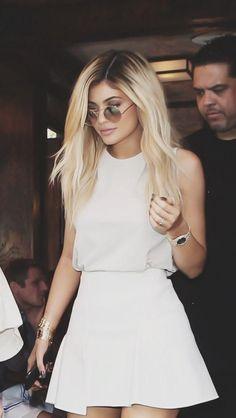 Kylie Jenner Blonde Hair - Hair - Make-up Kylie Jenner Outfits, Moda Kylie Jenner, Trajes Kylie Jenner, Estilo Kylie Jenner, Kylie Jenner White Dress, Kylie Jenner Fashion, Estilo Kardashian, Kourtney Kardashian, Blonde Hairstyles