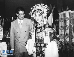Yves Saint Laurent poses for photo with Chinese opera actor in Beijing on May 6, 1985.