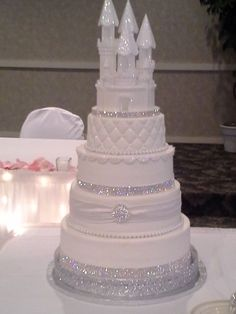 THIS IS MYYY WEDDING CAKE, DON'T EVEN THINK OF DUPLICATING ME LOLOL F YESSSSS!!!!! <3 <3 <3 <3