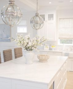9 Creative Tricks: Coastal Home Luxury coastal house open floor. Home Design, Design Ideas, New Kitchen, Kitchen Decor, Kitchen Stools, Home Luxury, Kitchen Base Cabinets, Kitchen Countertops, White Bar Stools