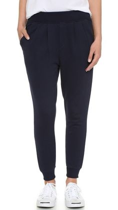 ¡Cómpralo ya!. Maison Kitsune Fancy Jogging Pants - Navy. Pleating adds a touch of volume to these casual Maison Kitsune pants. Slant front pockets and button welt back pockets. Ribbing cinches the waist and cuffs. Fabric: French terry. 100% cotton. Wash cold. Made in Portugal. Measurements Rise: 10.75in / 27cm Inseam: 25in / 63.5cm Measurements from size S. Available sizes: S , pantalónjogger, joggers, jogging, joggingbásico, joggingculotte, joggings, jog, jogger. Pantalón jogger  de mu...