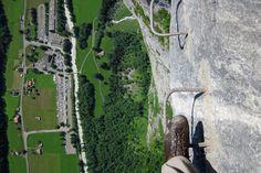 Via ferrata tra Mürren e Gimmelwald, Svizzera Switzerland Destinations, Vacation Destinations, Scary Places, Places To See, Rafting, Hiking Europe, Ferrat, Mountain Hiking, Adventure Awaits
