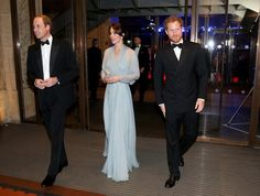 Pin for Later: L'avant Première Mondiale du Nouveau James Bond Était une Affaire Royale Prince William, Kate Middleton, et Prince Harry