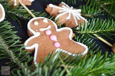 Turta dulce - CAIETUL CU RETETE Cake Cookies, Gingerbread Cookies, Xmas, Sweets, Desserts, Cakes, Food, Model, Gingerbread Cupcakes