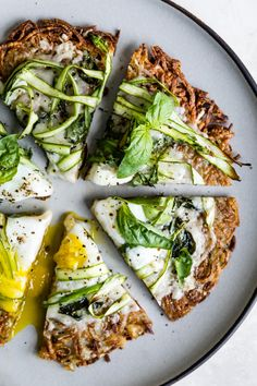 I bring you hash brown breakfast pizza - melty cheese between layers of crispy hash browns topped with more cheese, shaved asparagus, basil, and the perfect runny egg. Reward yourself with the most Healthy Breakfast Recipes, Brunch Recipes, Vegetarian Recipes, Healthy Recipes, Cooking Recipes, Healthy Food, Breakfast Pizza, Mexican Breakfast, Breakfast Sandwiches