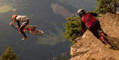 Novità in casa Scott per la categoria downhill. A rifarsi il look è la Gambler Ecco caratteristiche, foto e video http://www.mondociclismo.com/scott-gambler-710-caratteristiche-foto-e-video20140901.htm #Scott #mtb #downhill #ciclismo #gambler710