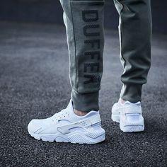 buy online 7f0f7 6f836 Nike Air Huarache  Triple White Moda Urbana, Urbano, Ropa Streetwear,  Reebok,