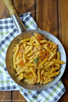 Penne in creamy vegetable ham sauce - Pasta Rezepte - Chicken Recipes Easy Healthy Recipes, Vegetarian Recipes, Easy Meals, Cooking Recipes, Healthy Lunches, Kitchen Recipes, Pizza Recipes, Shrimp Recipes, Chicken Recipes