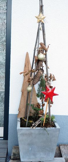 paradise and that: Christmas Home Tour - Diy Fall Decor Christmas Urns, Outdoor Christmas Decorations, Christmas Home, Alternative Christmas Tree, Xmas Ornaments, Xmas Tree, Fall Crafts, Plant Hanger, Ladder Decor