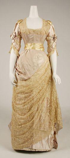Evening Dress by House of Worth made of silk Charles Frederick Worth 1880s Fashion, Edwardian Fashion, Vintage Fashion, Gothic Fashion, Steampunk Fashion, Vintage Beauty, Vintage Gowns, Vintage Outfits, House Of Worth