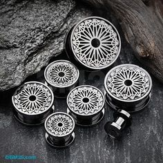 A Pair of Blackline Mandala Zen Flower Screw-Fit Tunnel Plug
