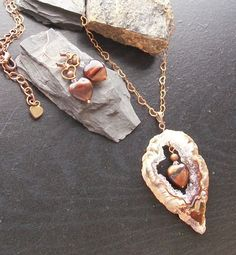 Agate slice heart set for DENISE RICHARDS from Hearts of Stone. Red tiger's eye hearts, copper heart link chain, fabulous agate slice!