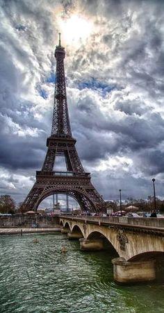 Eiffel Tower on a cloudy day by Tomasz Trzebiatowski Montmartre Paris, Louvre Paris, Paris Paris, Paris Street, Tour Eiffel, Torre Eiffel Paris, Beautiful Paris, Paris Love, France Eiffel Tower