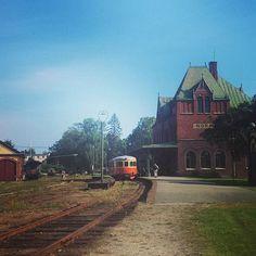 Après une nuit en camping découverte de la vieille gare de Nora #voyage #Travel #sweden #nora by chris_voyage #travel
