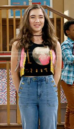 Riley's I Love Pluto top and flared sailor jeans on Girl Meets World Boy Meets World, Girl Meets World Riley, Divas, Band Outfits, Cool Outfits, Disney Outfits, Maya, Riley Matthews, Rowan Blanchard