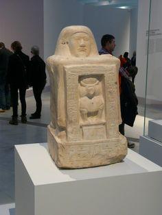 Statue de Khay, scribe des commandements de l'armée, en calcaire 64,5X32,7X35,7cm – Nouvel Empire.