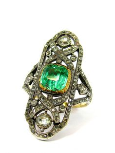 A VERY RARE EMERALD AND DIAMOND RING, GEORGIAN  CIRCA 1820, GOLD AND SILVER