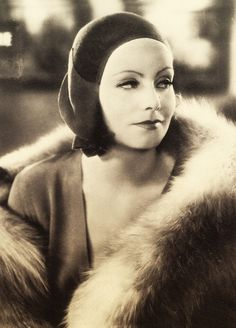 Greta Garbo in beautiful sepia. Hollywood Cinema, Hollywood Icons, Hollywood Fashion, Vintage Hollywood, Hollywood Glamour, Classic Hollywood, Hollywood Stars, Divas, Actrices Hollywood