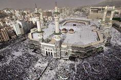 Мечеть - это мусульманское архитектурное сооружения для молитвы. Обычно это отдельно стоящее здание с куполом, иногда со внутренним двором. В виде флигелей к мечети пристраиваются башни-минареты. В зале для молитвы нет изображений, на стенах нанесены строки из Корана. Само слово мечеть дословно обозначает «место поклонения». Такие сооружения есть везде, где проживают мусульмане. На Земле мечети присутствуют б... http://www.molomo.ru/inquiry/large_mosque.html #Самыекрупныемечети