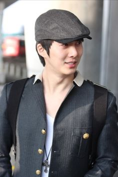 Hyung Jun arrived at Incheon, returning from Singapore - Baby looking good as always..
