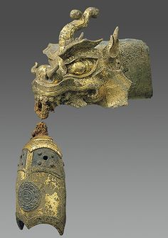 ▪Rafter finial in the shape of a dragon's head and wind chime. Period: early Goryeo dynasty Date: century Culture: Korea Medium: Gilt bronze Korean Dragon, Chinese Dragon, Dragon Dreaming, Year Of The Dragon, Dragon Jewelry, Dragon Head, Historical Artifacts, Korean Art, Ancient Art