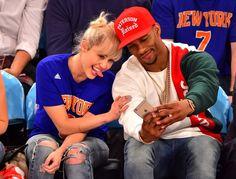 Pin for Later: Miley Cyrus zeigt sich mit ihrem Verlobungsring am Osterwochenende