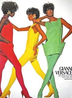 Guanni Versace 1980s ad featuring model Linda Evangelista on the right.