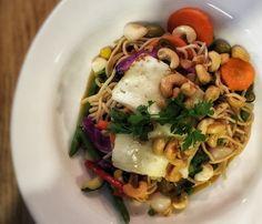 Halloum, hunaja ja cashew -wok