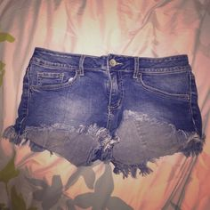 Bullhead Shorts! Worn a few times but in good condition! *ask for more pics if needed Bullhead Shorts Jean Shorts