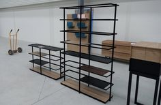 O CÉU - LAYER - Shelves in the factory. Made of black steel and modular boards in various materials.