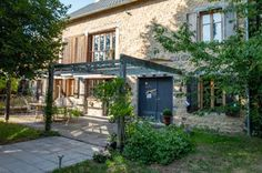 Le Clos Saint Angel : maison d'hôtes de charme en Auvergne dans le Puy de Dôme (63). Saint, House Styles, Holiday, Design, Home Decor, Auvergne, Basque, Bedrooms, Homes