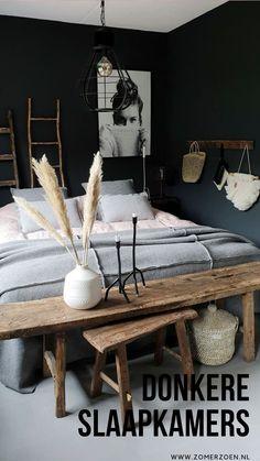 donkere slaapkamers, bedroom with dark walls, cosy bedroom, gezellige slaapkamer Cozy Bedroom, Bedroom Inspo, Bedroom Wall, Bedroom Decor, Bedroom Black, Bedroom Inspiration, Design Inspiration, Interior Desing, Interior Ideas