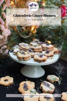 Klare Favoriten in der Keksbox sind Linzer Augen bzw. Linzer Blumen. Sanfter Mandelteig umschmiegt sich um eure Lieblingsmarmelade und wird von einem leichten Zuckernebel umhüllt. Der einzige Nebel, den ich in dieser Jahreszeit sehen will, vor allem wenn kandierte Blüten immer einen Blick wert sind.. Rezept am Blog Vanille Paste, Breakfast, Blog, Gluten Free Flour, Mists, Biscuits, Morning Coffee, Blogging