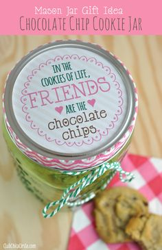 Easy Cookie Jar Gift Idea with Mason Jars and a Free Printable  www.clubchicacircle.com