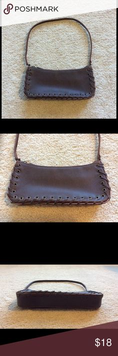 Woman's Crabtree small purse. Woman's Crabtree small purse lightly used. Good condition. Crabtree Bags