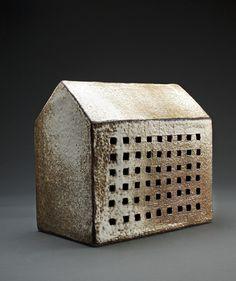 """""""Casa mil ventanas""""    -  Cerámica de Gres -  quema de reducción  a 1.300 grados C.  -   Ximena Ducci    -   Chile"""